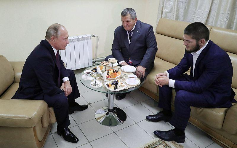 https: img-o.okeinfo.net content 2018 10 11 43 1962601 khabib-nurmagomedov-dapat-dukungan-dari-presiden-rusia-wxoj8qUJb0.JPG