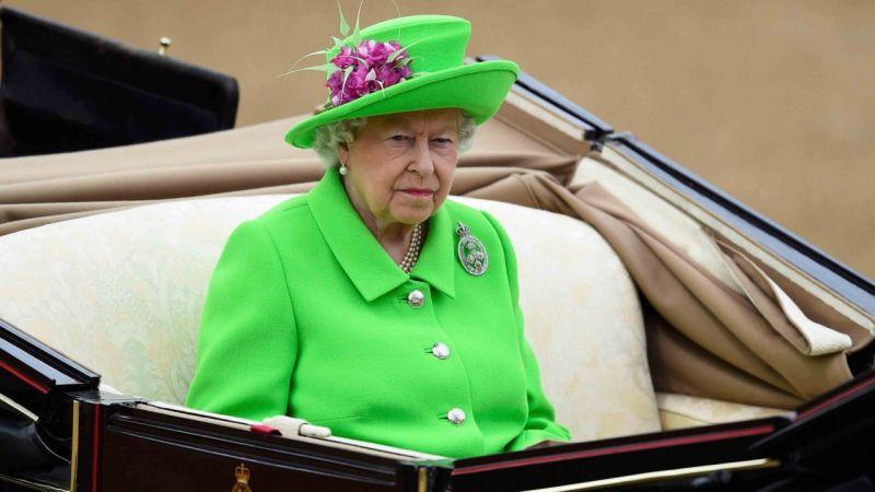 https: img-o.okeinfo.net content 2018 10 12 196 1963017 hal-ini-menjadi-sakral-di-pernikahan-anggota-kerajaan-inggris-khususnya-bagi-ratu-elizabeth-H3RPAqu9sz.jpg