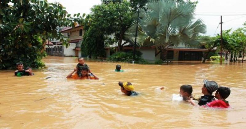 https: img-o.okeinfo.net content 2018 10 12 340 1962991 67-rumah-di-aceh-barat-masih-terendam-banjir-zkDrMmwXRe.jpg