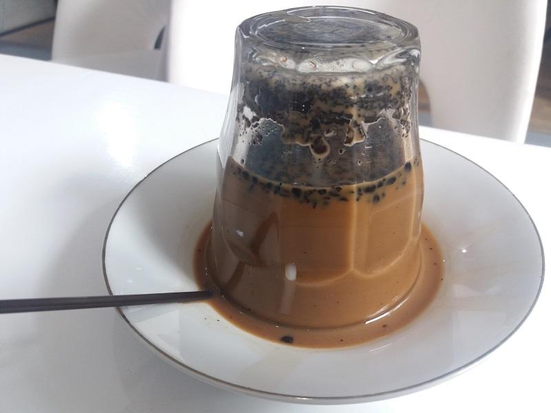 https: img-o.okeinfo.net content 2018 10 13 298 1963665 mencicipi-uniknya-kopi-terbalik-dan-kuliner-khas-aceh-barat-MsVguXabfe.jpg