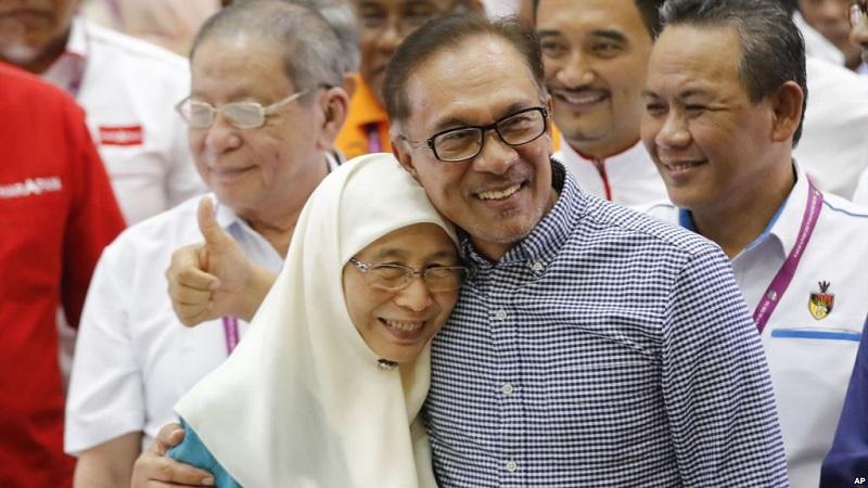 https: img-o.okeinfo.net content 2018 10 14 18 1963791 anwar-ibrahim-menangi-pemilu-parlemen-malaysia-LjMqQVWdVs.jpg