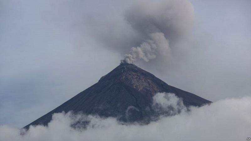 https: img-o.okeinfo.net content 2018 10 14 18 1963795 gunung-berapi-di-guatemala-erupsi-muntahkan-abu-dan-lahar-FIZO3wR7hz.jpg