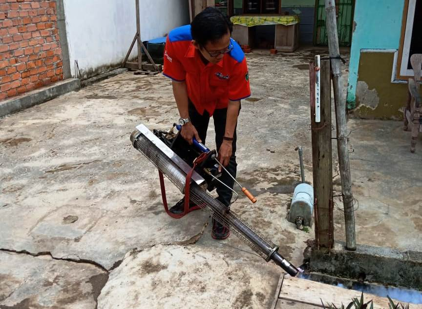https: img-o.okeinfo.net content 2018 10 14 340 1963886 rescue-perindo-selamatkan-warga-gandus-palembang-dari-ancaman-nyamuk-dbd-yd7fpzL2s2.jpg