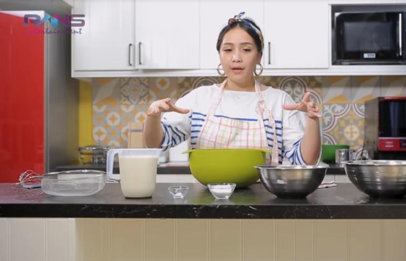 https: img-o.okeinfo.net content 2018 10 15 298 1964139 resep-membuat-30-lapis-nutella-crepe-cakes-ala-nagita-slavina-pWR28DeTyp.jpg