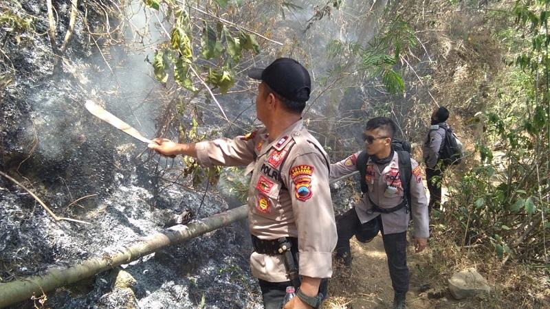 https: img-o.okeinfo.net content 2018 10 16 512 1964705 polisi-tambah-personel-untuk-padamkan-kebakaran-di-gunung-merbabu-Fh9XZmN3C9.jpeg