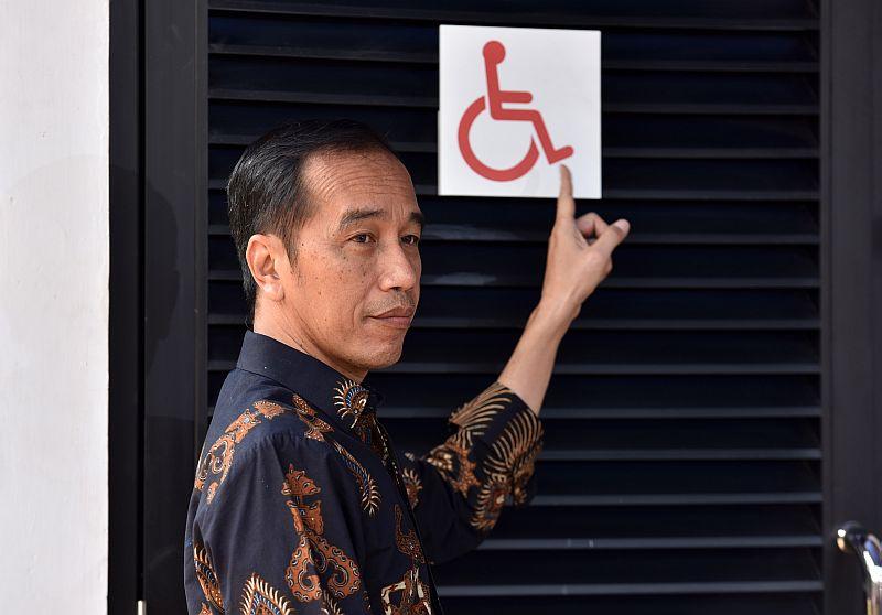 https: img-o.okeinfo.net content 2018 10 17 470 1965091 tinjau-gbk-ramah-disabilitas-presiden-jokowi-minta-pintu-dan-wastafel-disesuaikan-T2tlpJxWm1.jpg