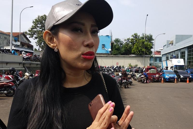 https: img-o.okeinfo.net content 2018 10 18 33 1965550 unggah-foto-telanjang-dewi-sanca-cari-sensasi-CXDwmskZjr.jpg