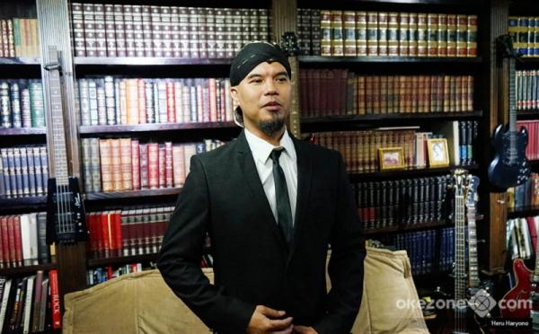 https: img-o.okeinfo.net content 2018 10 18 337 1965783 ahmad-dhani-jadi-tersangka-gerindra-pastikan-beri-bantuan-hukum-Vk0jXs9B72.jpg