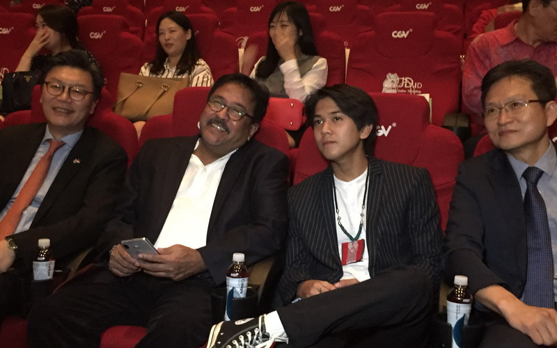 https: img-o.okeinfo.net content 2018 10 19 206 1966018 iqbaal-ramadhan-hadir-di-pembukaan-korea-indonesia-film-festival-2018-ayhRPZq6Os.jpg