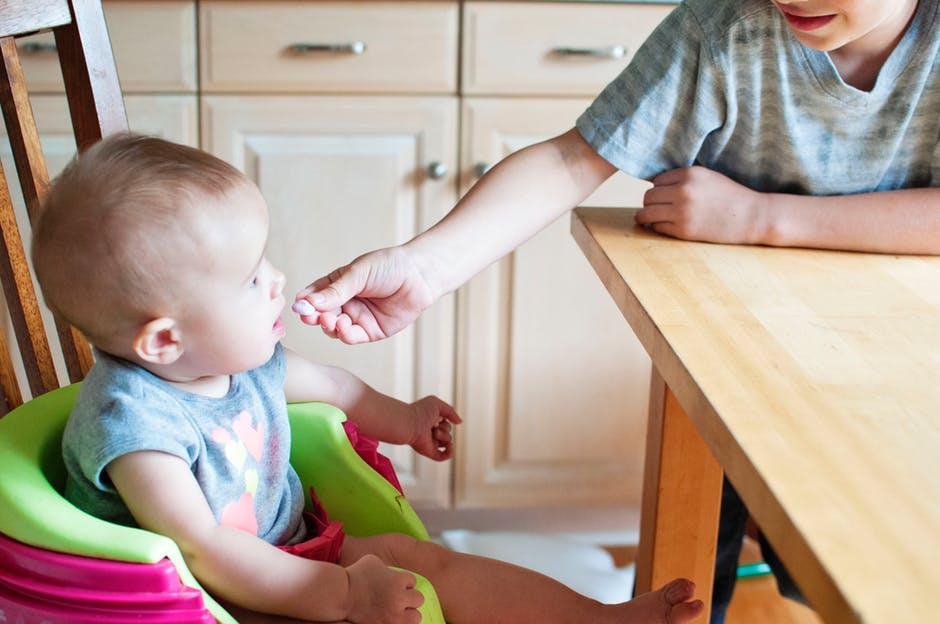 https: img-o.okeinfo.net content 2018 10 19 298 1966470 kebiasaan-pilih-pilih-makanan-pada-anak-samakah-antara-picky-eater-dan-selective-eater-FXZMqBcex6.jpeg