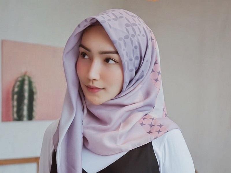 https: img-o.okeinfo.net content 2018 10 25 194 1968808 4-gaya-hijab-trendi-ala-artis-muda-generasi-milenial-z6SsHxmrhG.jpg