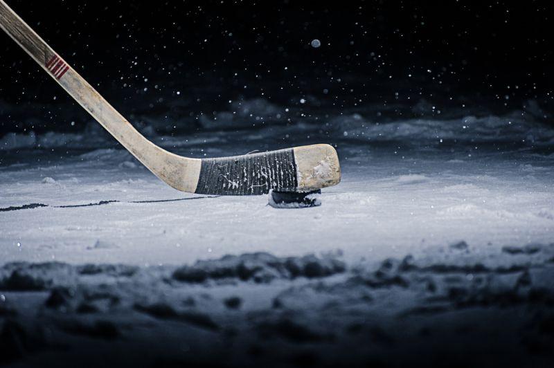 https: img-o.okeinfo.net content 2018 10 25 196 1968746 punya-refleks-ninja-wanita-seksi-ini-tangkap-bola-hockey-sambil-terima-telepon-jbJRBPBTmO.jpg