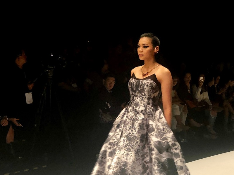https: img-o.okeinfo.net content 2018 10 26 194 1969548 cantiknya-miss-indonesia-alya-nurshabrina-di-runway-jakarta-fashion-week-2019-DtjvoTFPOV.jpg