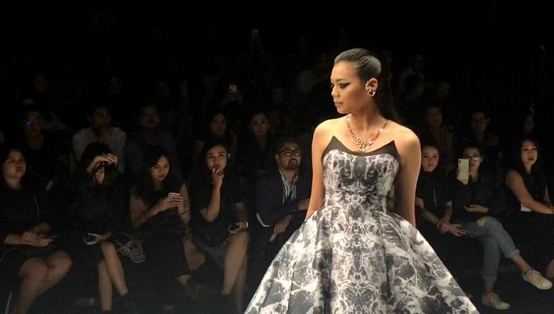 https: img-o.okeinfo.net content 2018 10 26 194 1969577 miss-indonesia-alya-nurshabrina-bangga-bisa-tampil-di-panggung-jfw-2019-rJuZvMBNqs.jpg