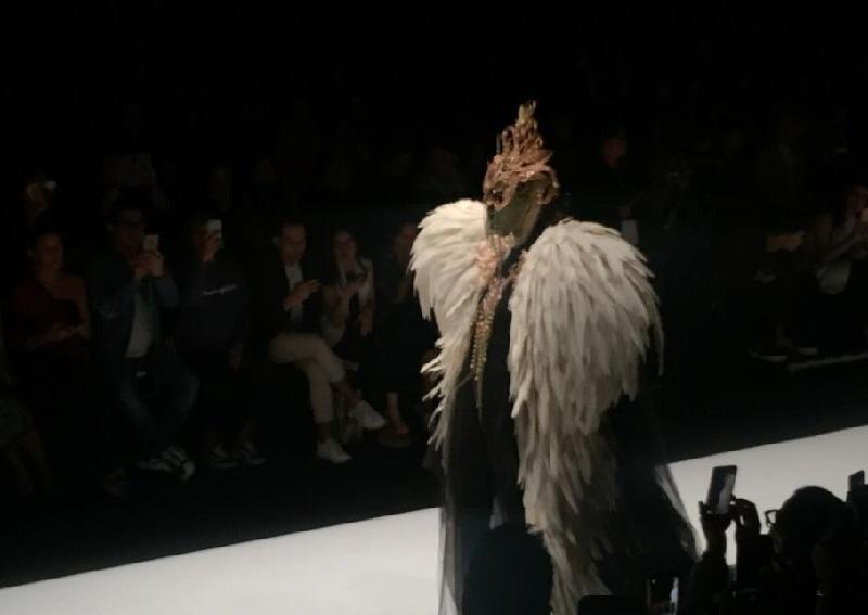 https: img-o.okeinfo.net content 2018 10 27 194 1969680 usung-the-faces-rinaldy-yunardi-sukses-pukau-panggung-penutup-jakarta-fashion-week-2019-N4ZAmXSZG9.jpg