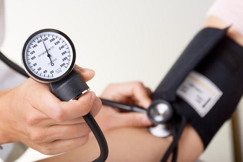 https: img-o.okeinfo.net content 2018 10 29 481 1970542 cegah-stroke-begini-7-tips-periksa-tekanan-darah-sendiri-di-rumah-EhdFkJIyla.jpg