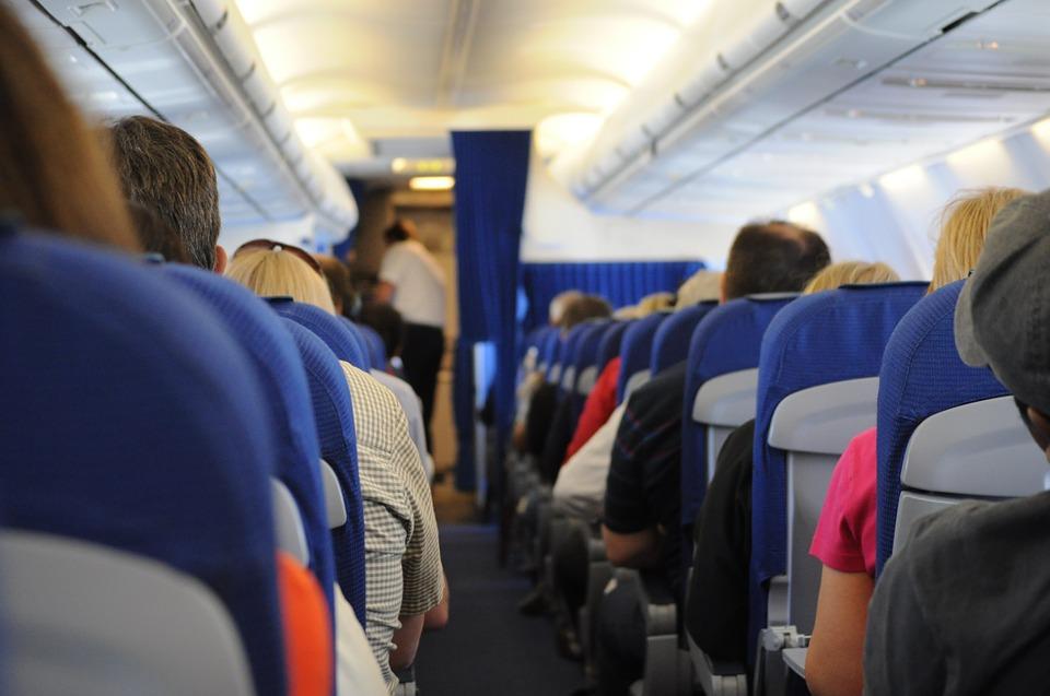 https: img-o.okeinfo.net content 2018 10 31 406 1971271 di-manakah-kursi-terbaik-di-pesawat-inilah-rekomendasi-para-ahli-TjzOGtHPsL.jpg