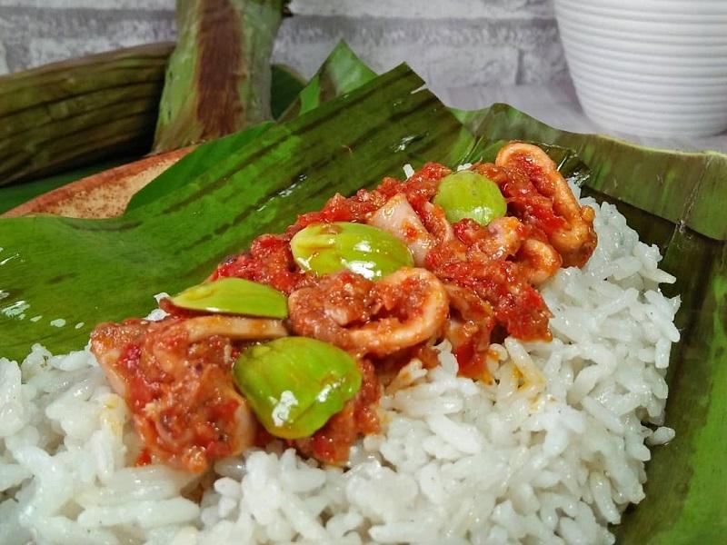 https: img-o.okeinfo.net content 2018 11 05 298 1973634 resep-nasi-bakar-cumi-sambalado-untuk-makan-malam-spesial-bersama-keluarga-yummy-lx9naW1LI2.jpg