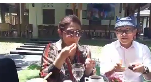 https: img-o.okeinfo.net content 2018 11 05 320 1973646 nikmatnya-menteri-susi-makan-durian-merah-banyuwangi-3zSwuBlgj2.png