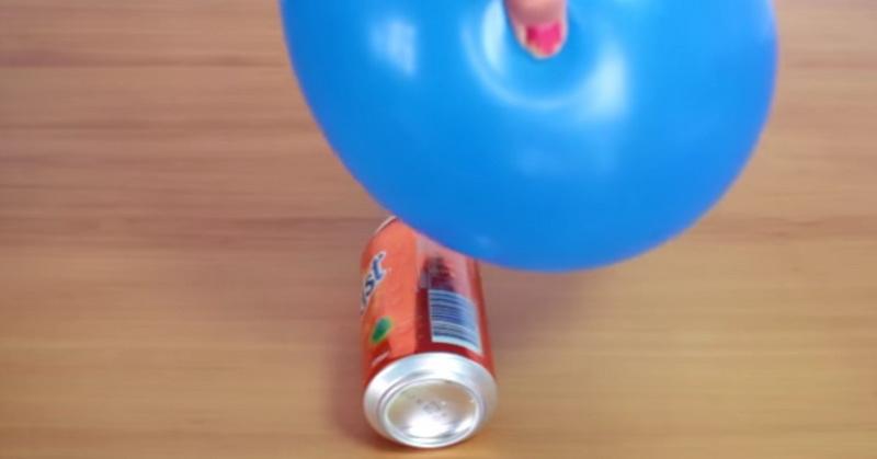 https: img-o.okeinfo.net content 2018 11 05 56 1973421 kaleng-minuman-bergerak-sendiri-dengan-balon-begini-caranya-NdAMjmvCrP.jpg