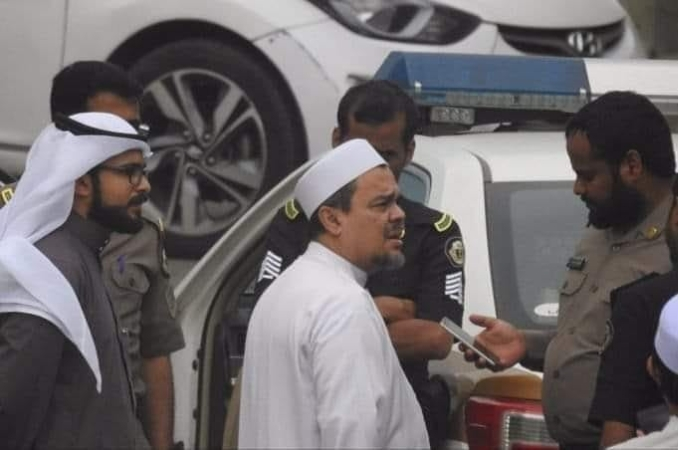 HabibRizieq Ditangkap di ArabSaudi karena BenderaTauhid Terpasang di TembokRumah