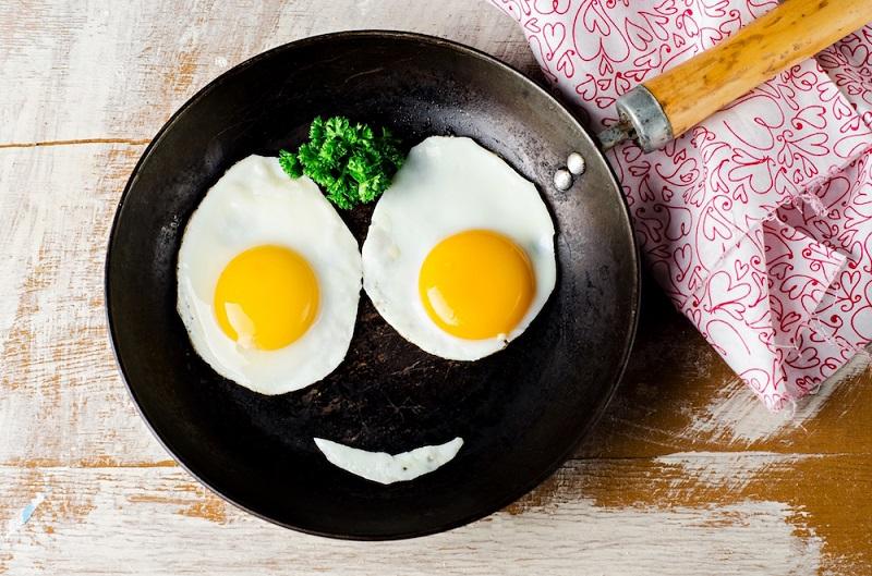 https: img-o.okeinfo.net content 2018 11 06 481 1974216 jangan-takut-kolesterol-naik-inilah-khasiat-makan-telur-bagi-kesehatan-imGJILHpzW.jpg