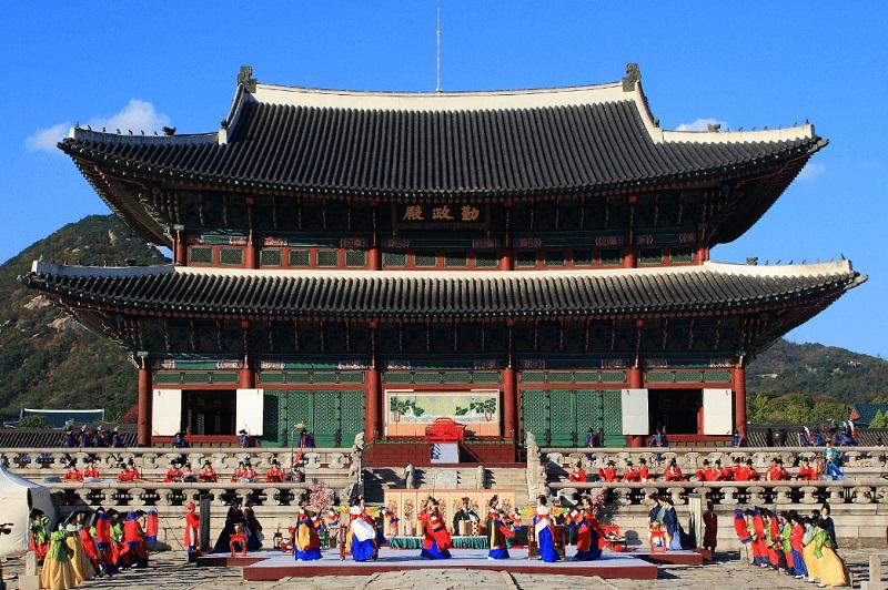 https: img-o.okeinfo.net content 2018 11 07 406 1974798 belajar-budaya-dan-masak-makanan-khas-negeri-ginseng-di-funtastic-korea-festival-2018-b4gi08Z9gn.jpg