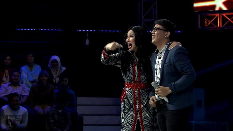 https: img-o.okeinfo.net content 2018 11 08 598 1975277 buka-babak-blind-audition-the-voice-indonesia-gok-malau-bikin-coaches-rebutan-pCLLJNZrh0.jpg