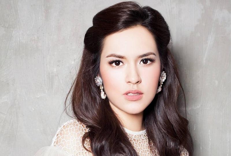 https: img-o.okeinfo.net content 2018 11 10 194 1975852 5-selebriti-indonesia-ini-masuk-nominasi-wanita-dengan-wajah-tercantik-versi-tc-candler-MF9LMNINkY.jpg