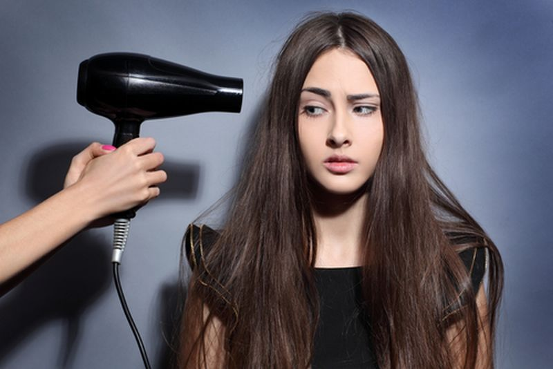 https: img-o.okeinfo.net content 2018 11 10 611 1975972 jangan-sampai-salah-ini-5-langkah-pakai-hair-dryer-tanpa-merusak-rambut-PYBmFfQfUN.jpg