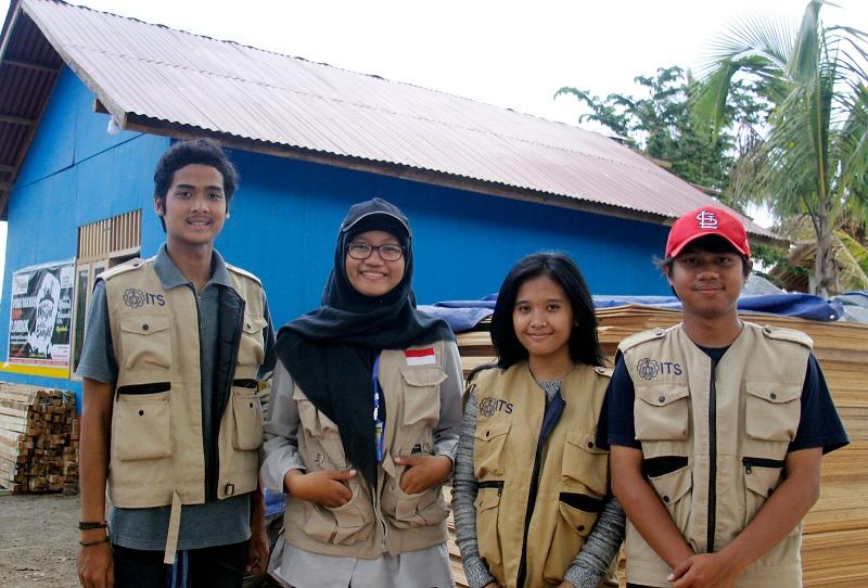 https: img-o.okeinfo.net content 2018 11 10 65 1976020 kisah-mahasiswa-its-jadi-sukarelawan-di-lombok-h87BUwMeu8.jpeg