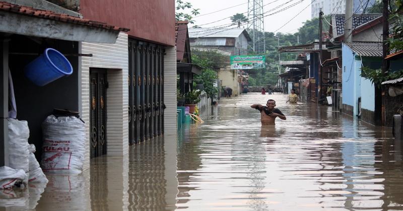 https: img-o.okeinfo.net content 2018 11 13 610 1977068 banjir-parah-terjang-sejumlah-titik-di-kota-palembang-GP9BJXUomW.jpg