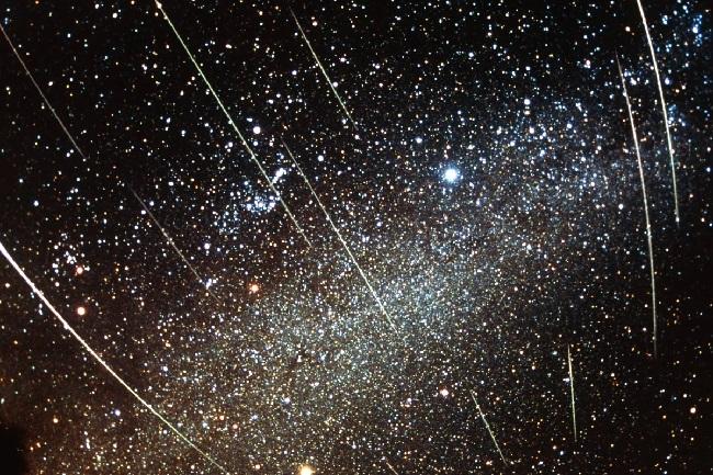 https: img-o.okeinfo.net content 2018 11 16 56 1978752 hujan-meteor-leonid-bisa-disaksikan-di-indonesia-ini-syaratnya-HFPblXTniE.jpg