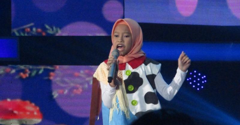 https: img-o.okeinfo.net content 2018 11 16 598 1978826 rizky-febian-kaget-dengan-aksi-raisya-di-top-7-indonesian-idol-junior-JEnixZP1Bm.JPG
