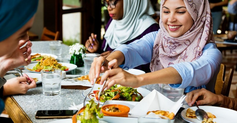 https: img-o.okeinfo.net content 2018 11 20 298 1980230 olimpiade-tokyo-2020-jepang-bakal-siapkan-menu-makanan-halal-untuk-muslim-traveler-MFBj9BdXbN.jpg