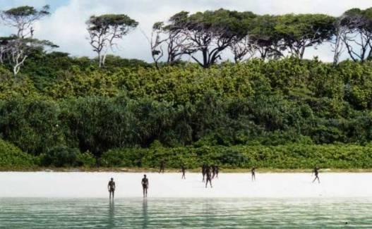 https: img-o.okeinfo.net content 2018 11 22 18 1981044 kunjungi-pulau-terlarang-turis-asal-as-tewas-dipanah-penduduk-lokal-zAMpnVw2Te.jpg