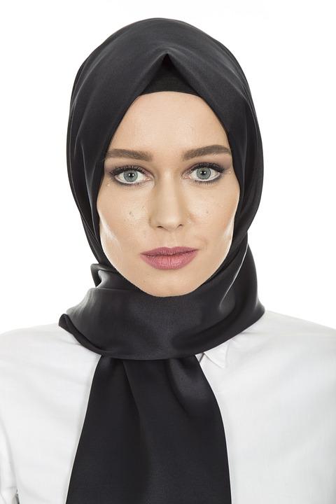 https: img-o.okeinfo.net content 2018 11 23 194 1981768 tips-padupadan-hijab-rock-and-roll-tapi-tetap-stylish-krGOWHvHT7.jpg