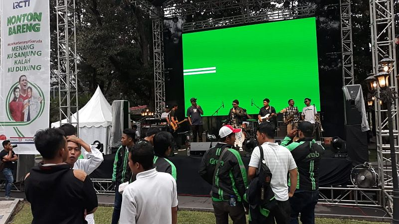 https: img-o.okeinfo.net content 2018 11 25 51 1982601 penonton-antusias-ikuti-rangkaian-acara-nobar-timnas-indonesia-di-yogyakarta-rPjmqwiovi.jpg