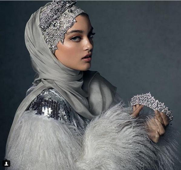 https: img-o.okeinfo.net content 2018 11 26 194 1982747 hijab-ini-dibanderol-rp-4-juta-penasaran-bagaimana-bentuknya-htcVVHxdq1.jpg