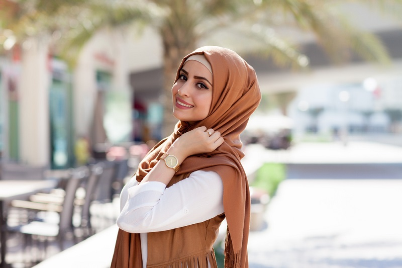 https: img-o.okeinfo.net content 2018 11 27 194 1983406 seperti-ini-tren-busana-muslim-dan-hijab-yang-bakal-populer-di-2019-pACIVmrSLx.jpg