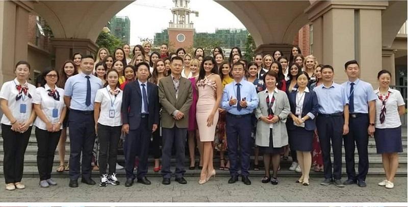 https: img-o.okeinfo.net content 2018 11 27 194 1983461 berkunjung-ke-mission-hills-school-kontestan-miss-world-2018-bicara-soal-pemberdayaan-dan-pendidikan-u7Cd1hoOtU.jpg