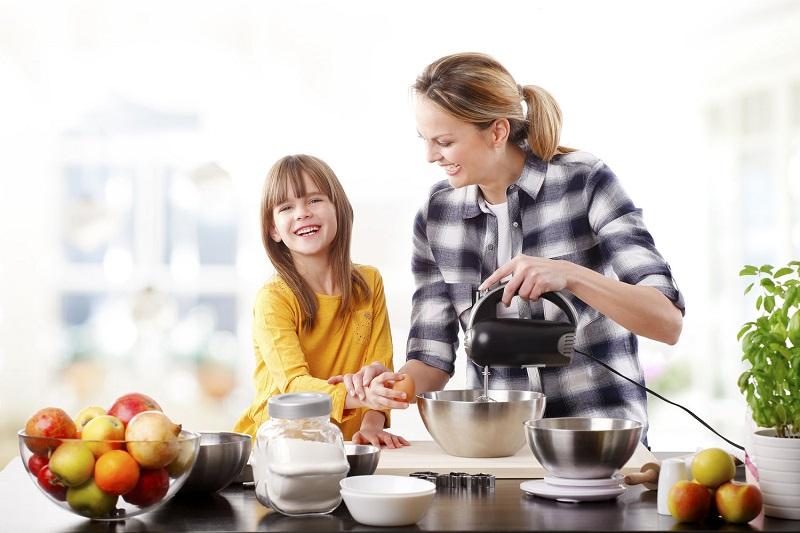 https: img-o.okeinfo.net content 2018 11 27 298 1983664 pentingnya-mengajarkan-anak-memasak-secara-aktif-sejak-dini-bIuuI43o56.jpg