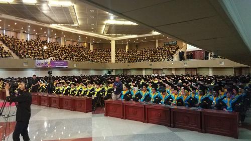 https: img-o.okeinfo.net content 2018 11 27 65 1983447 universitas-terbuka-pamulang-wisuda-2-100-mahasiswa-ini-3-lulusan-terbaiknya-Q6thahSpWC.jpg
