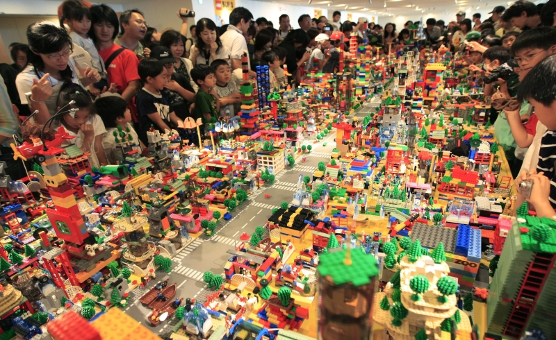 https: img-o.okeinfo.net content 2018 11 28 320 1984052 kisah-lego-brand-mainan-paling-favorit-di-dunia-z11JRjorGZ.jpg