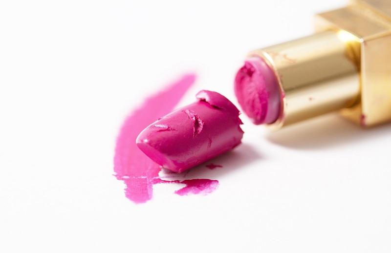 https: img-o.okeinfo.net content 2018 11 28 611 1984149 lipstik-favoritmu-patah-lakukan-cara-ini-untuk-memperbaikinya-6N8wZQUxnJ.jpg