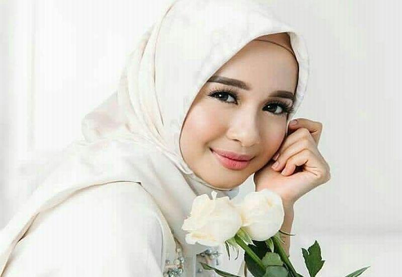 https: img-o.okeinfo.net content 2018 12 01 194 1985368 laudya-cynthia-bella-bakal-tampilkan-busana-muslim-di-london-modest-fashion-week-63qd7Yglz8.jpg
