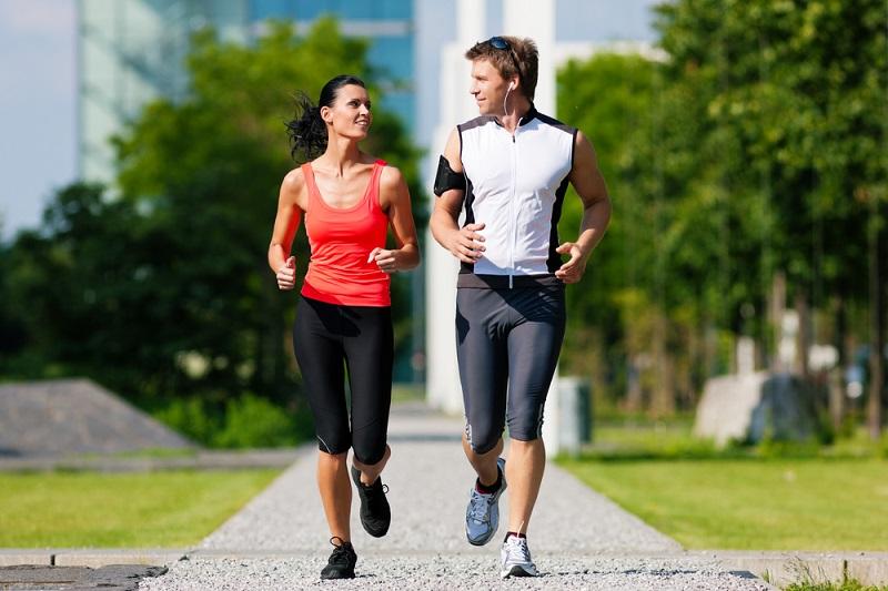 https: img-o.okeinfo.net content 2018 12 01 481 1985577 peneliti-sebut-olahraga-lari-sebagai-pilihan-kalau-ingin-awet-muda-FzI3oFib9c.jpg