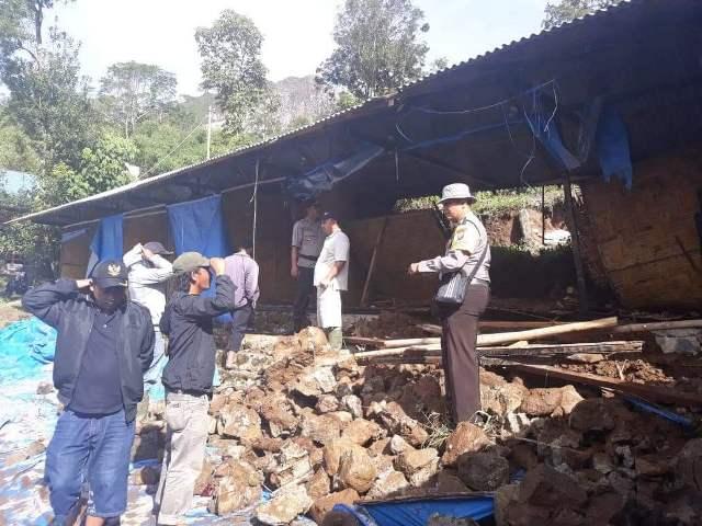 https: img-o.okeinfo.net content 2018 12 02 608 1985770 16-korban-longsor-pemandian-di-karo-merupakan-mahasiswa-asal-medan-ZQHEZwSFOi.jpg