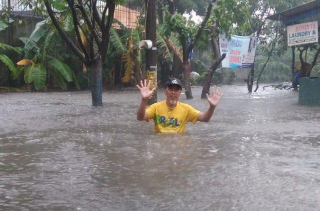https: img-o.okeinfo.net content 2018 12 03 338 1986249 baru-hujan-sebentar-sejumlah-daerah-di-jakarta-kebanjiran-hingga-1-meter-TyJfwFkEUB.jpg