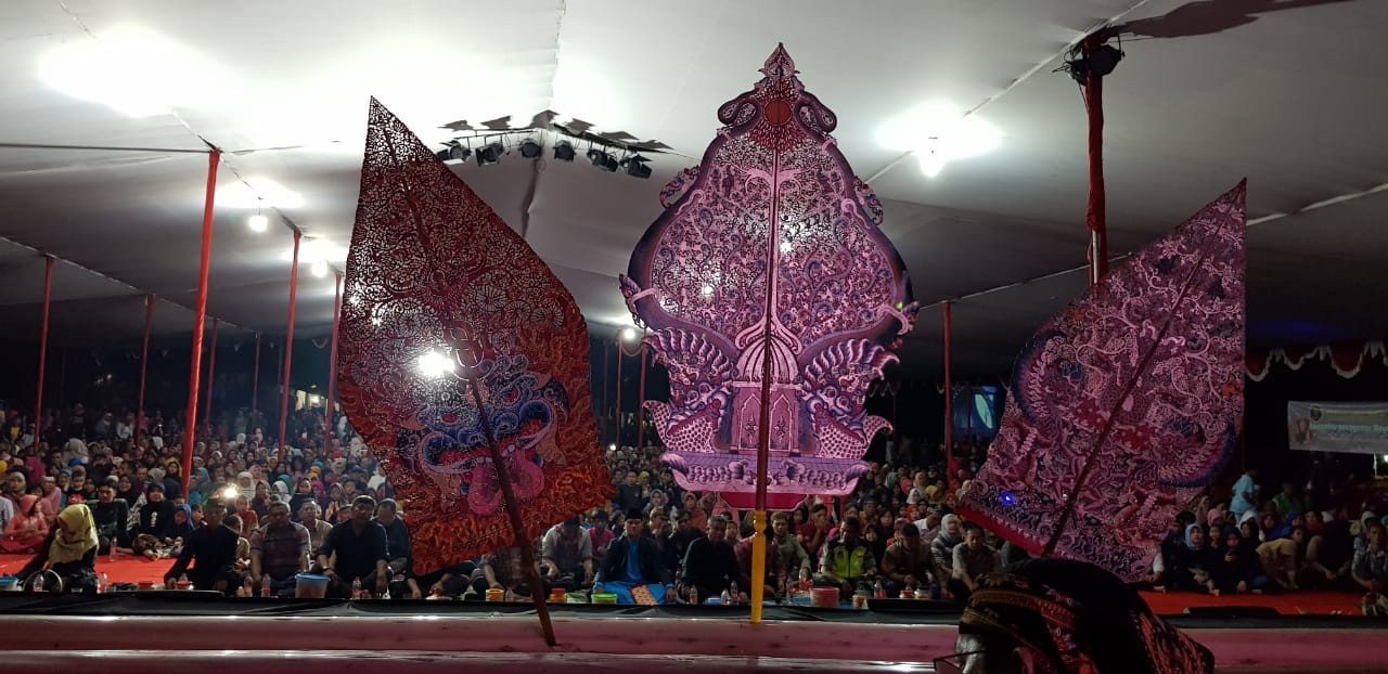 https: img-o.okeinfo.net content 2018 12 03 406 1986139 lewat-lakon-aji-narantaka-wayang-ajen-bikin-semarak-tasikmalaya-w3OBfl6Y83.jpg